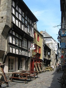 City tours in Dinan with a local guide
