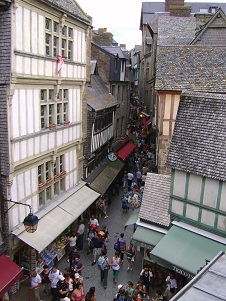 Visit the medieval heritage of Mont Saint Michel with a guide to listen to its rich history!